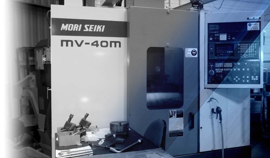 Centre d'usinage vertical MORI-SEIKI MV40m, 20 outils X560 Y500 Z500